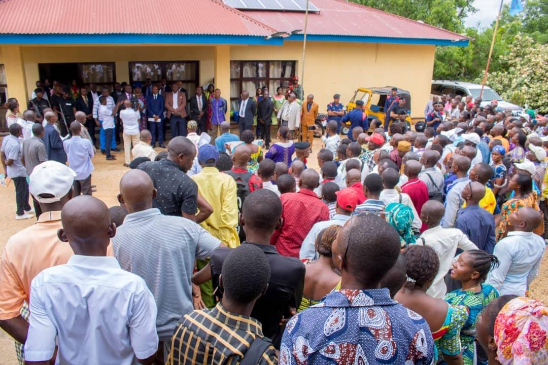 Kindu : Des Enseignants assiègent le Gouvernorat pour manifester contre Ecobank