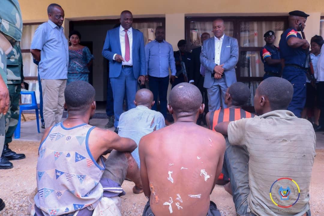 Maniema : des miliciens capturés lors des combats avec l'armée remis à la justice militaire par le Gouverneur Musafiri