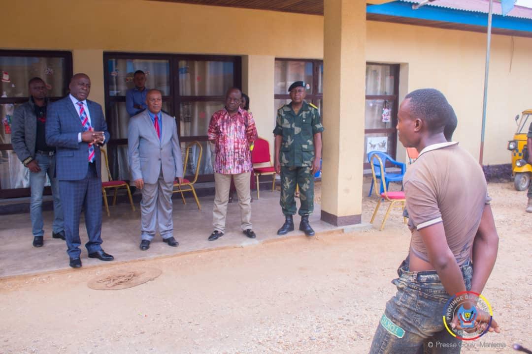 Maniema : Encore deux miliciens capturés à Bikenge remis à la justice militaire par le Gouverneur