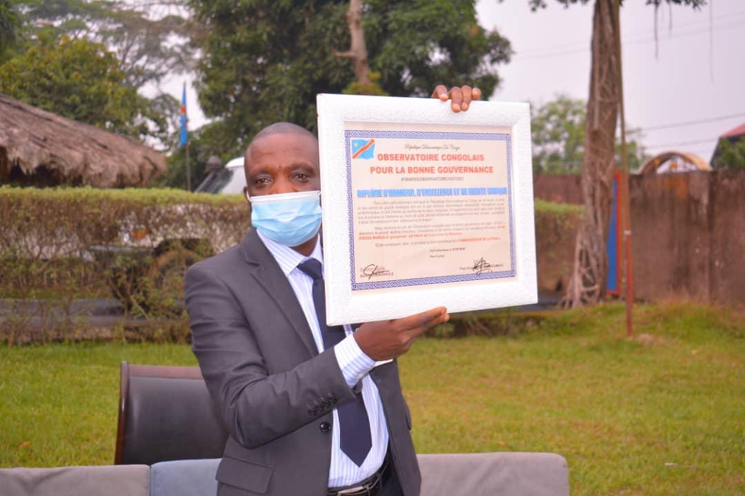 Maniema : Le Gouverneur ai Idrissa Mangala élevé au rang d'ambassadeur pour la Paix se voit décerné un diplôme d'honneur et de mérite