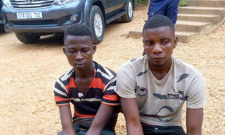 Kindu : Deux présumés voleurs d'une moto, attrapés à Kibombo ont été présentés au Gouverneur ad intérim