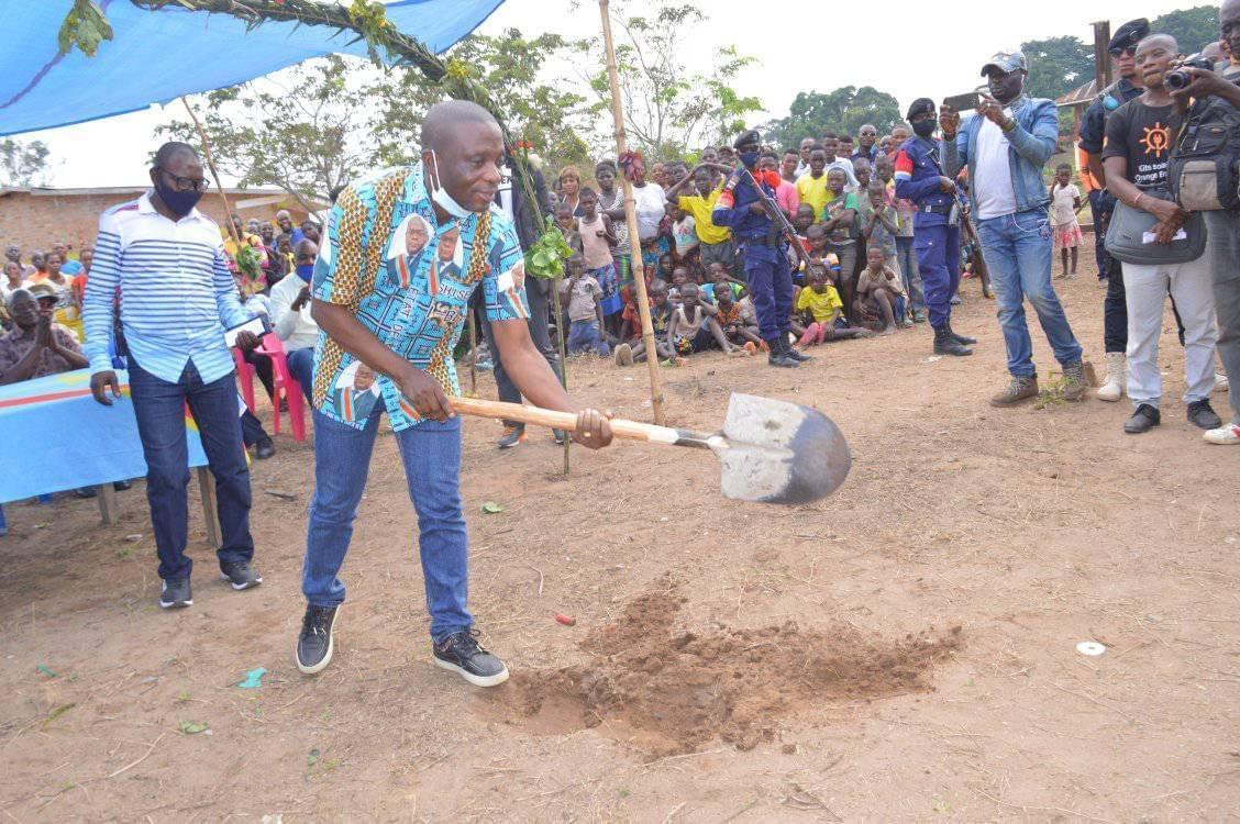 Maniema : le Gouverneur ai Idrissa Mangala lance les travaux d'entretien de 252 km de Routes de dessertes agricoles