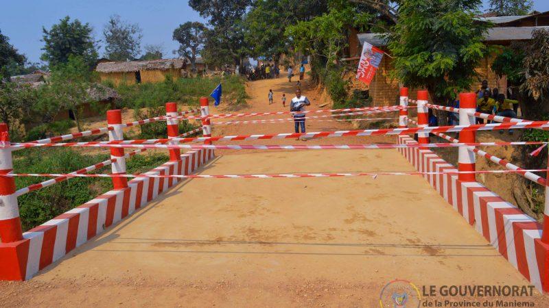 Kindu : Le Gouverneur ad intérim idrissa Mangala inaugure un pont en béton armé reliant les communes de Kasuku et Mikelenge sur l'avenue Okenge