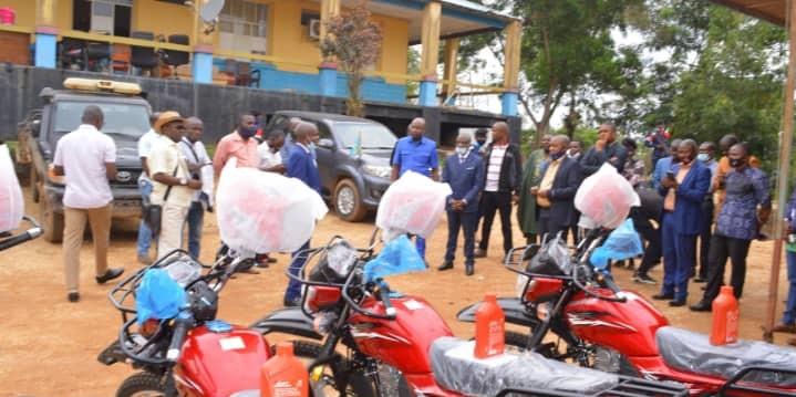 Maniema : Le Gouverneur ai Idrissa Mangala dote l'Inspection Générale de la DGRMA de 5 motos neuves pour la mobilité.